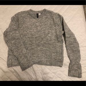 Crop gray H&M sweater size M